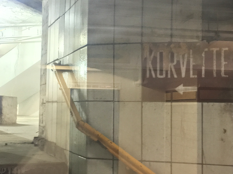 An E.J. Korvettes entrance from the tunnel connecting the 33rd Street PATH station and the entrance to the 34th St-Herald Square subway station, Manhattan. 11 July 2016. By John J. Meola. From Wikimedia Commons (CC BY-SA 4.0)