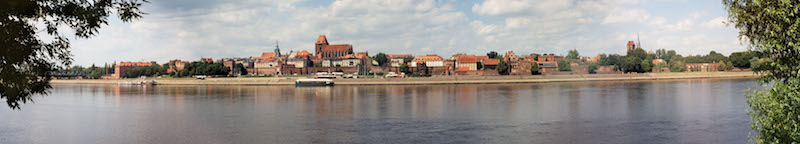 Torun panorama. By Pko. [GFDL (http://www.gnu.org/copyleft/fdl.html), CC-BY-SA-3.0 (http://creativecommons.org/licenses/by-sa/3.0/) or CC BY-SA 2.5-2.0-1.0 (https://creativecommons.org/licenses/by-sa/2.5-2.0-1.0)], via Wikimedia Commons