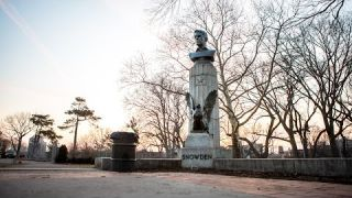 There's a Massive, Illicit Bust of Edward Snowden Stuck to a War Monument in Brooklyn