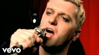 Chumbawamba - Tubthumping (Official Video)